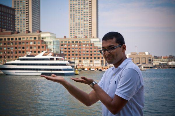 Študent pri rieke v Bostone