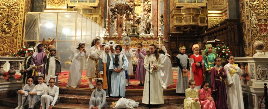 Na Malte na Vianoce deti v kostoloch rozprávajú príbehy o narodení Ježiška. Je to pocta…