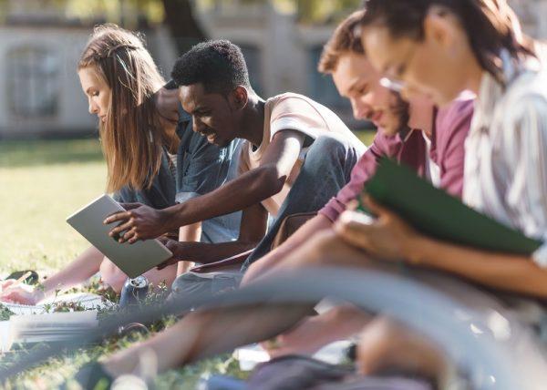 Štúdium na strednej škole v zahraničí ponúka úplne iný pohľad na vzdelanie.