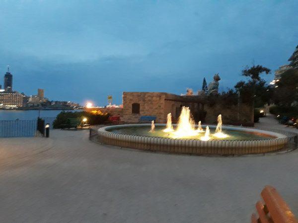 Večerná Malta na jazykovom pobyte.