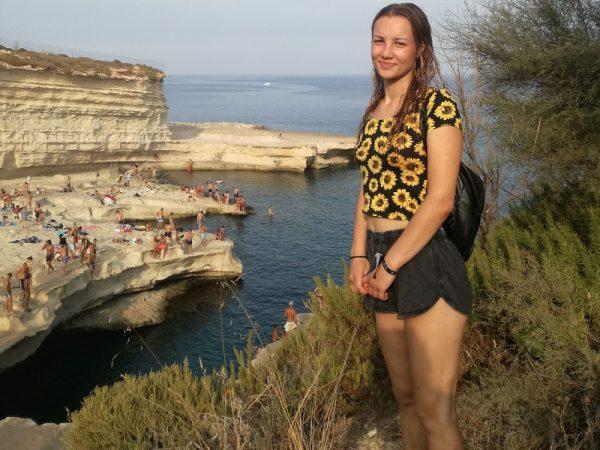 Spokojná klientka na jazykovom pobyte na Malte
