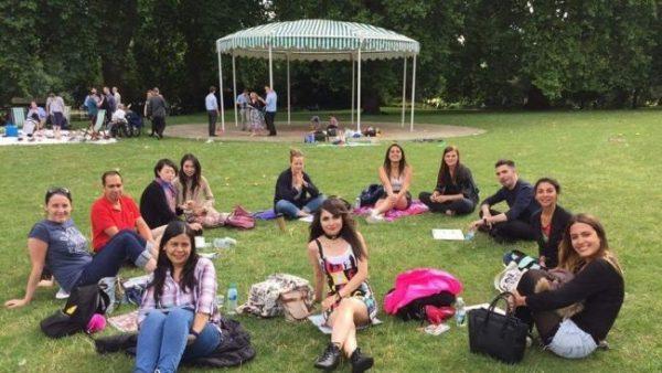 Študenti na jazykovom pobyte pre dospelých v Londýne