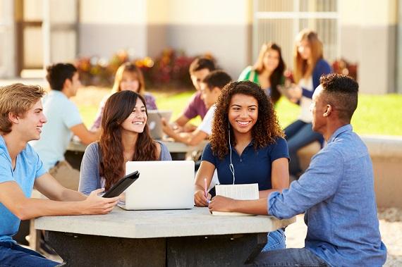 Stredná škola v Anglicku Chichester College má mnoho  školských zariadení.