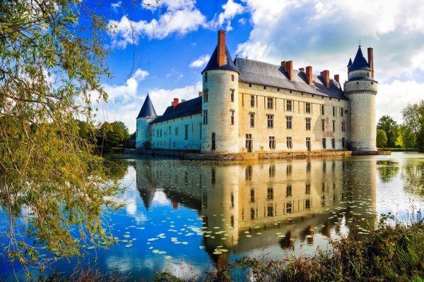 Stredné školy vo Francúzsku v údolí Loire plnom hradov a zámkov.