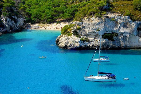 Pohľad na pláž Macarelleta v Španielsku.