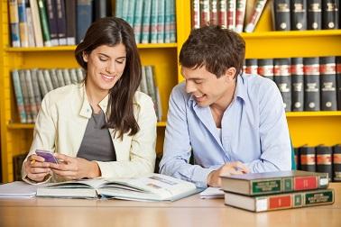 Prečítajte si dnešný článok, v ktorom Vám zhrnieme, ako vznikol anglický jazyk.